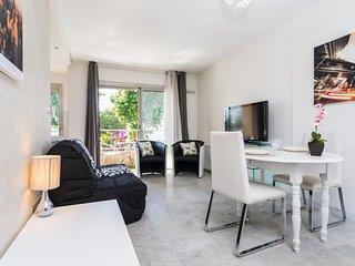 Californie - Studio - Vue Mer 4 personnes - Saint-Laurent du Var vacation rentals