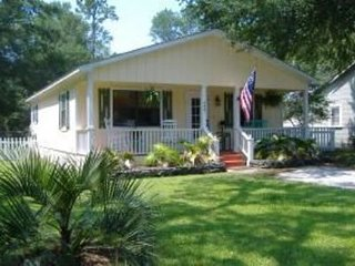 Nice House with Deck and Internet Access - Southport vacation rentals