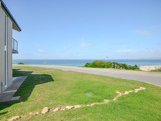 Unwind * 'South Seas' Beachfront no1 - Spectacular Views - Port Elliot - Port Elliot vacation rentals