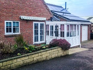 ANNEXE, all ground floor, pet-friendly, patio with furniture, in Newton - Saxlingham Nethergate vacation rentals