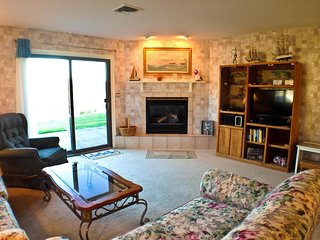 Patio Style , End Unit, Central A/C, 4 pool passes (Fees Apply) - MI0642 - Brewster vacation rentals