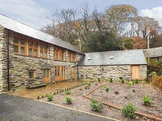 HENDOLL BARN detached barn conversion, en-suite wet room, woodburning stove - Fairbourne vacation rentals