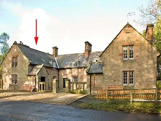 GARDENER'S COTTAGE, stone cottage with woodburner, near stream and castle, in Chillingham near Chatton, Ref 942932 - Chillingham vacation rentals