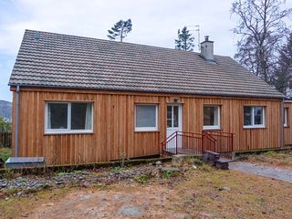 TIGH NA TRUIM, fabulous location, woodburning stove, en-suite wet room, in Newtonmore, Ref 941578 - Newtonmore vacation rentals