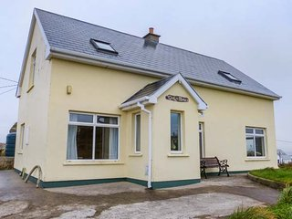 CEOL NA MARA, woodburner, en-suite bedrooms, sea views, Dungloe, Ref 947638 - Dungloe vacation rentals