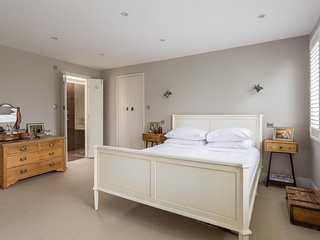 onefinestay - Parke Road private home - London vacation rentals