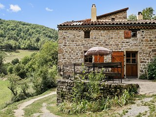 Gite La Rossille – a comfortable, 3-bedroom cottage in Saint-Basile with a garden, terrace and BBQ! - Saint-Basile vacation rentals