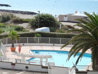 Comfortable, 1-bedroom apartment with a balcony and swimming pool access – 4m from the beach! - Cap-d'Agde vacation rentals