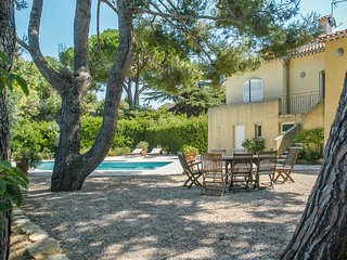 Villa La Soléiade – spacious, 4-bedroom villa near Sanary-sur-Mer with a private swimming pool and garden - Six-Fours-les-Plages vacation rentals
