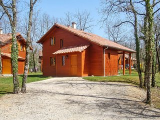 Delightful lodge in the Lot with 2 bedrooms & sunny terrace, set on a gorgeous golf course w/pool - Lachapelle-auzac vacation rentals