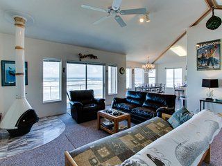 Oceanfront, dog-friendly home w/ jetted tub, beach access & sweeping views - Yachats vacation rentals