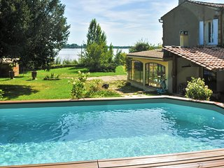 Elegant house by the Gironde and Dordogne rivers w/ pool, large garden and WiFi – sleeps 6 - Bayon-sur-Gironde vacation rentals