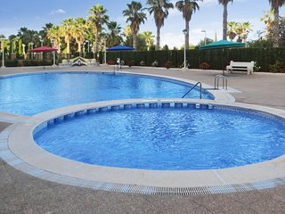 Cosy, 3-bedroom apartment with a balcony and access to a swimming pool – 100m from the beach! - Oropesa Del Mar vacation rentals