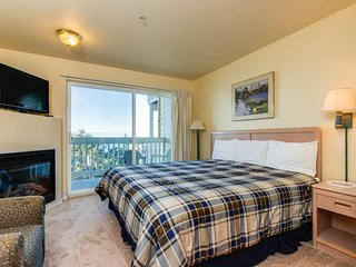 Dog-friendly suite with ocean views, a balcony & nearby beach access! - Lincoln City vacation rentals