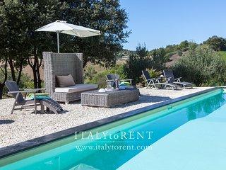 CASALE LAVANDA, South of Todi, with jet stream pool - Avigliano Umbro vacation rentals