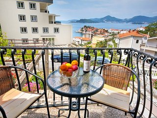 2-storey apartment with 3 bedrooms and sea views - Sveti Stefan vacation rentals