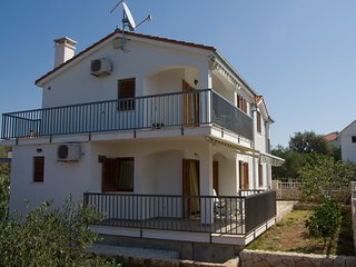 Cozy 3 bedroom Vinisce House with Internet Access - Vinisce vacation rentals