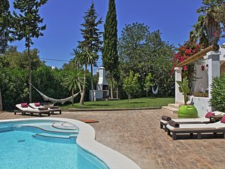 Charming 3 bedroom house gated pool & garden, BBQ very close to the beach - Cala Llonga vacation rentals