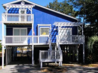 Comfortable 4 bedroom House in Oak Island with Deck - Oak Island vacation rentals