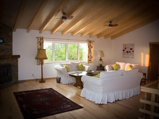 Luxury Three Bedroom Cottage with swimming pool & hot tub - Lousa vacation rentals