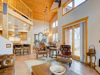 Luxury home w/ spectacular views & hot tub - walk to the golf course! - Moab vacation rentals
