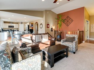 Updated, dog-friendly home for groups w/ private patio plus fenced yard - Moab vacation rentals
