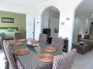 Gorgeous 2 bedroom Apartment in Palm Cove with Internet Access - Palm Cove vacation rentals
