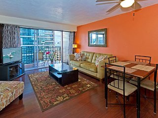 Cozy 2-Bedroom Waikiki Vacation Rental Unit on High Floor! - Honolulu vacation rentals