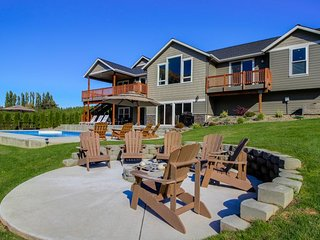 Gorgeous lakeside home for 12 w/ private pool & hot tub! - Orondo vacation rentals