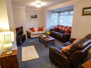 BRIDGEWAY VIEW, two-storey apartment, WiFi, enclosed patio, town location, in - Pateley Bridge vacation rentals