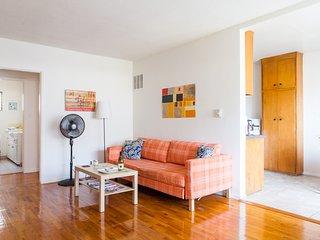 Cozy 1 BR three blocks to Montana + parking - Santa Monica vacation rentals