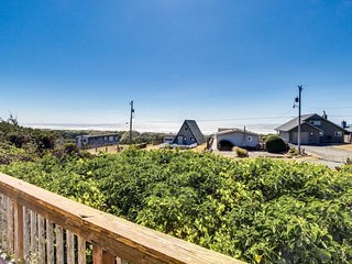 Unique cottage boasts oceanfront location & private balcony - Florence vacation rentals