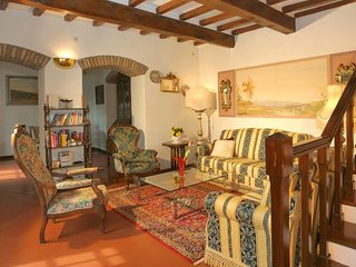 Charming House with Internet Access and Shared Outdoor Pool - Cortona vacation rentals