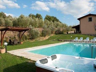 Bright 5 bedroom House in Monte San Savino - Monte San Savino vacation rentals