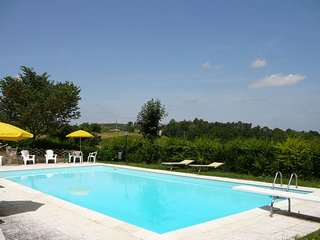 Lovely 2 bedroom Poggibonsi House with Shared Outdoor Pool - Poggibonsi vacation rentals