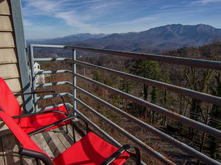 Heavenly Views ,FREE WIFI, YR RD Indoor Pool ,2 Hot Tubs,Romantic, Cozy - Gatlinburg vacation rentals
