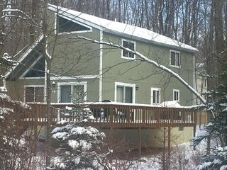 Ski Chalet in Private Lake Community! ~ Fplc, Fpit, Wifi - Pocono Lake vacation rentals