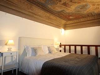 Palace First 5 Bdr 5Bth and Parking - Newly Restored. - Florence vacation rentals