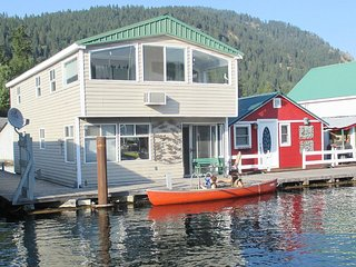 Cozy Boathouse with A/C and Satellite Or Cable TV - Bayview vacation rentals