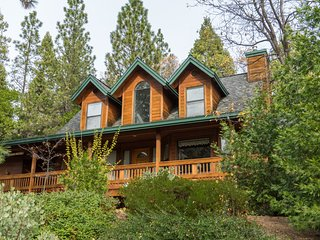 Beautiful cabin in the woods, sleeps 8, hot tub! - Arnold vacation rentals