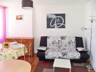 Charming village apartment in the heart of the Pyrenées – walk to spas and Luchon-Superbagnères ski - Bagneres De Luchon vacation rentals