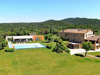 Mas Mateu, Sleeps 25 - Torrent vacation rentals