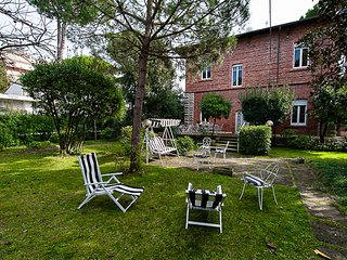 Charming Villa with Internet Access and Television - Marina Di Pietrasanta vacation rentals