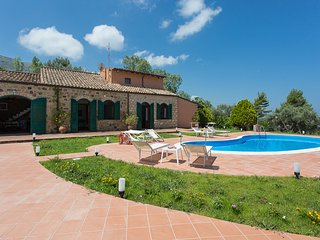 Bright Villa in Acquedolci with Internet Access, sleeps 8 - Acquedolci vacation rentals