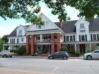Nu Wray Inn Entire Inn - Asheville vacation rentals