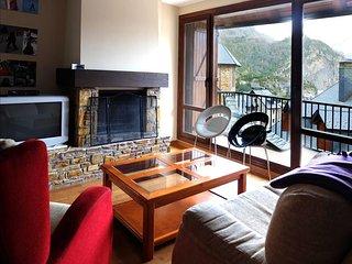 Pino Negro - Apartamento Superior de 3 dormitorios y 2 baños - Escarrilla vacation rentals