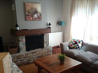Oreja de Oso - Apartamento Superior de 2 dormitorios y 2 baños (311B) - Escarrilla vacation rentals