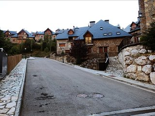 Sarrios - Apartamento Superior de 2 dormitorios con 2 baños (34BC) - Escarrilla vacation rentals