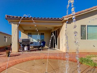 Poolside home w/private splash pad, access to a shared pool & 20-person hot tub! - Santa Clara vacation rentals