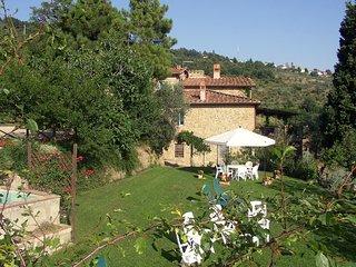 Comfortable 3 bedroom House in Castelfranco di Sopra with Shared Outdoor Pool - Castelfranco di Sopra vacation rentals
